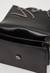 KARL LAGERFELD - SIGNATURE SHOULDERBAG - Across body bag - black/gun metal - 4