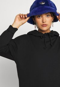 Vero Moda - VMOCTAVIALS HOODIE DRESS - Day dress - black - 3