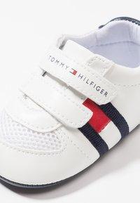 Tommy Hilfiger - Chaussons pour bébé - white/blue - 2
