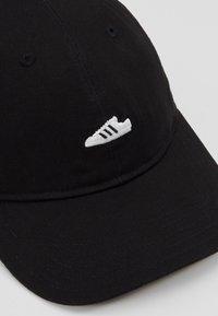 adidas Originals - SUPERSTAR UNISEX - Cap - black/white - 6