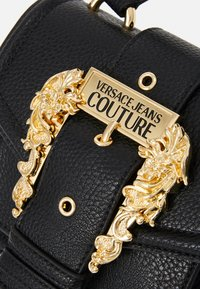 Versace Jeans Couture - MINI TOP HANDLE - Borsa a mano - nero - 5