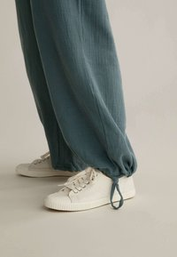 OYSHO - Pantalon classique - blue - 4