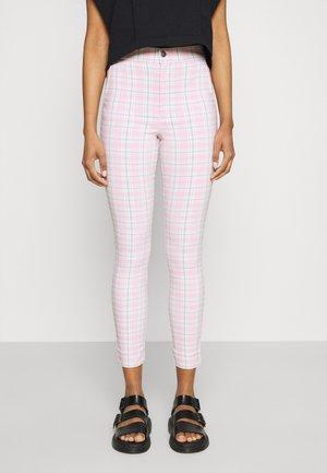 SUPERSKINNY PANT - Pantalones - pink