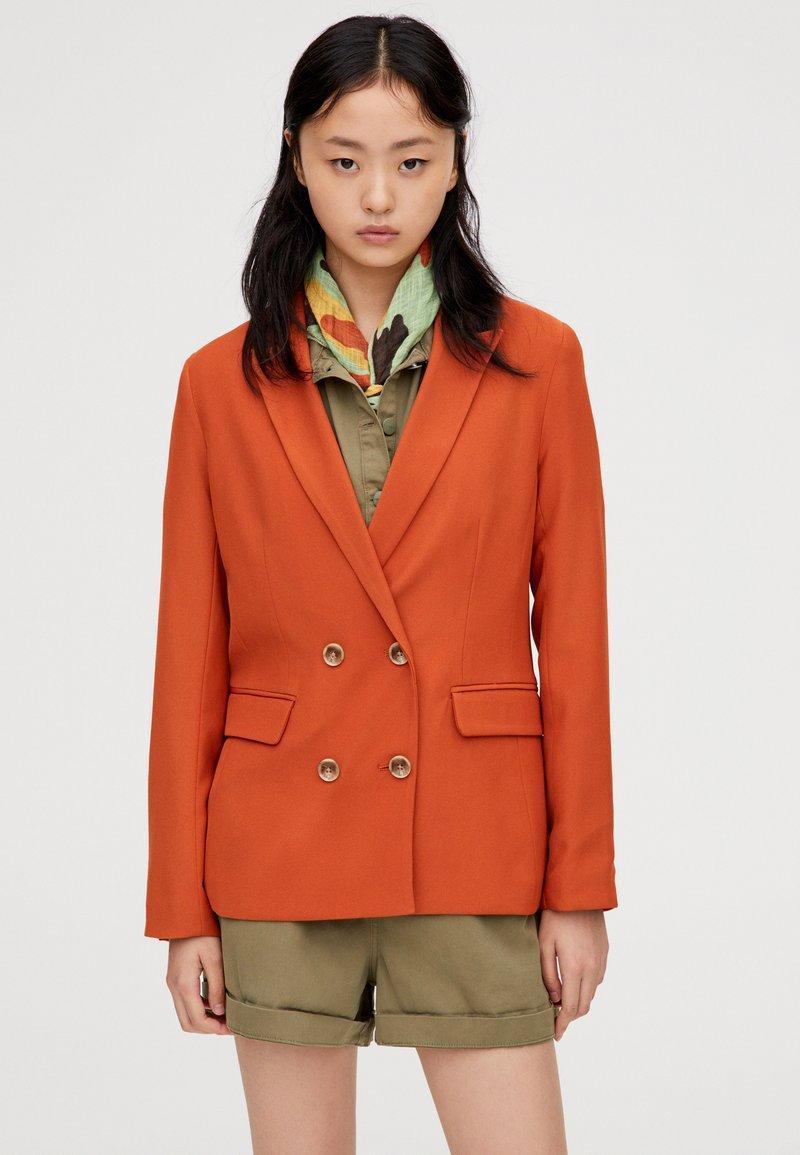 PULL&BEAR - MIT VIER KNÖPFEN  - Blazere - orange