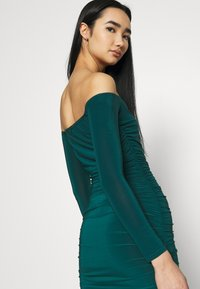 Missguided - BARDOT SLINKY RUCHED MIDAXI DRESS - Jerseykjole - deep green - 4