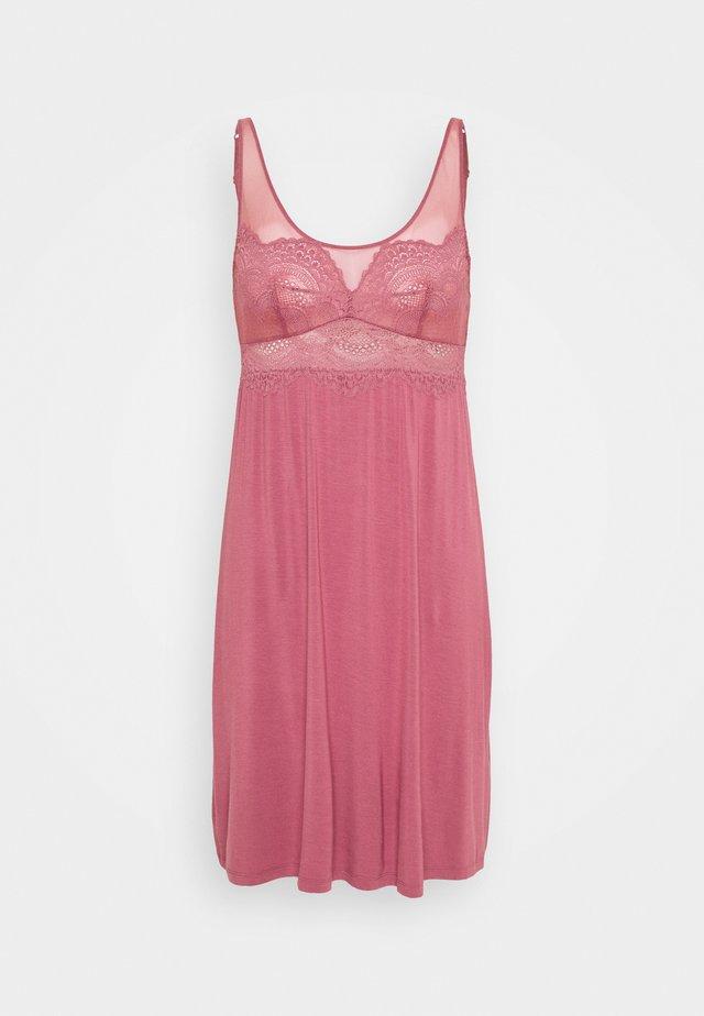 DARLING SPOTLIGHT  - Camicia da notte - wild raspberry