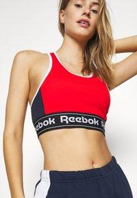 Reebok - LINEAR LOGO BRALETTE - Sports-bh'er - insred - 4