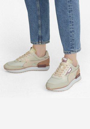 FUTURE RIDER TONES - Sneakers basse - marshmallow-cloud pink