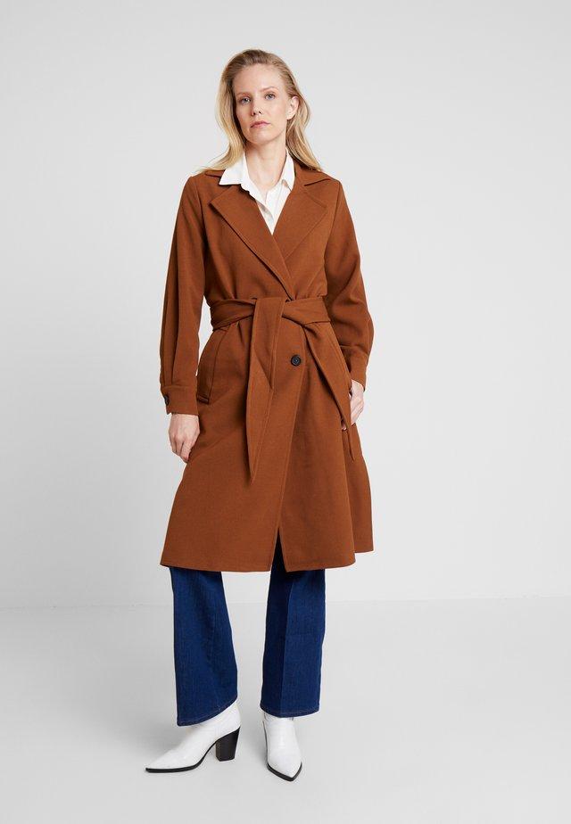 JOLANDA - Classic coat - dachshund