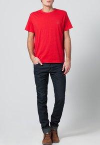 GANT - THE ORIGINAL - T-shirt - bas - bright red - 0