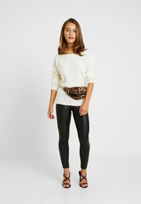 Missguided Petite - OPHELITA OFF SHOULDER JUMPER - Jumper - cream - 1