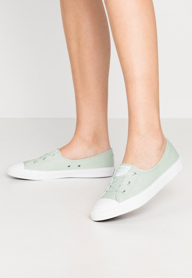 CHUCK TAYLOR ALL STAR BALLET LACE - Trainers - green oxide/moonstone violet