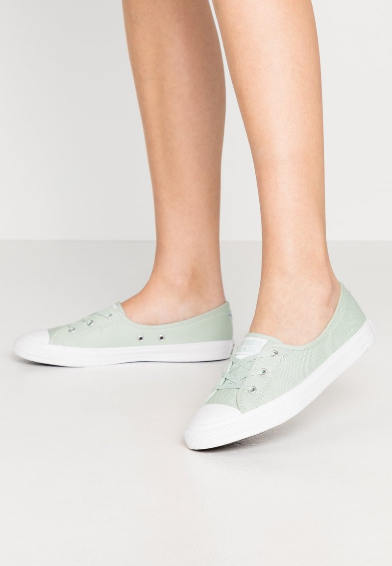 Converse - CHUCK TAYLOR ALL STAR BALLET LACE - Sneakersy niskie - green oxide/moonstone violet