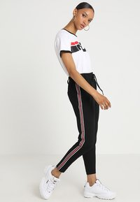 ONLY - ONLPOPTRASH EASY SPORT PANT - Trainingsbroek - black/red/white - 1