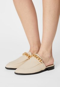 Nly by Nelly - CHUNKY CHAIN LOAFER - Mules - beige - 0