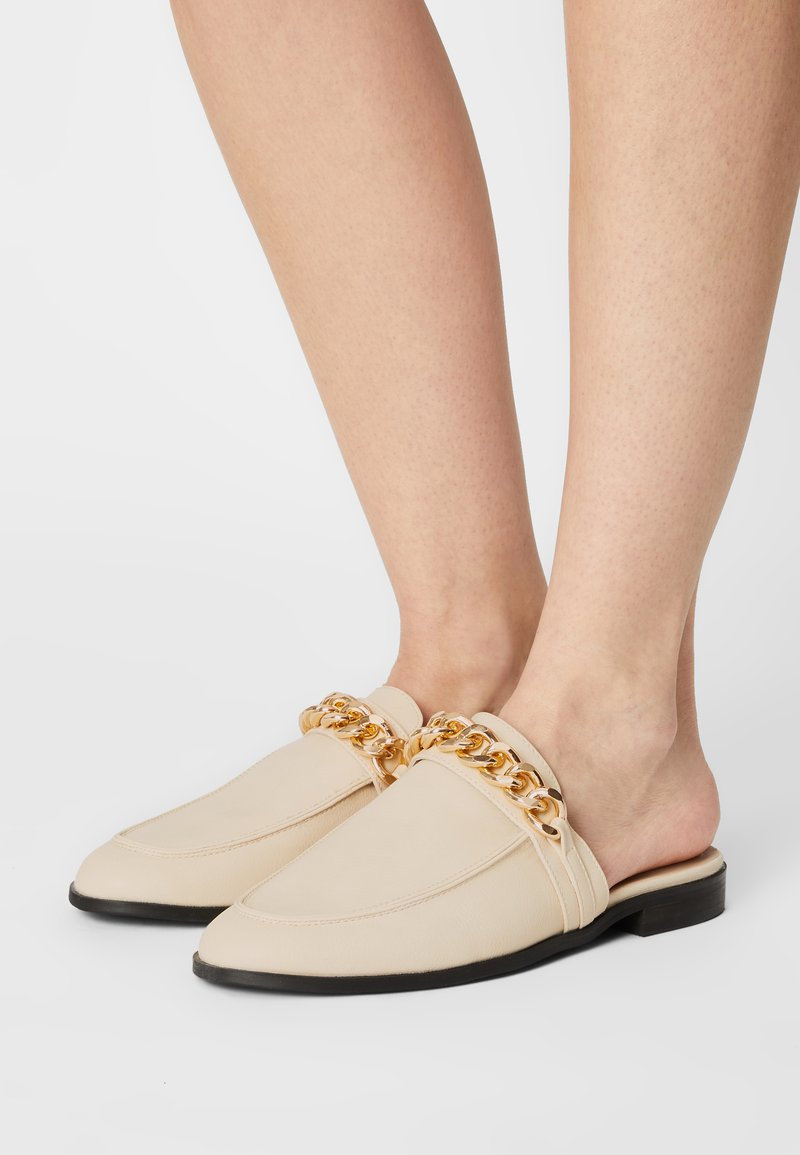 Nly by Nelly - CHUNKY CHAIN LOAFER - Mules - beige