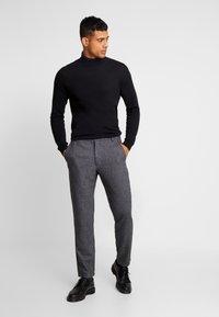 Minimum - UGGE - Trousers - navy blazer - 1