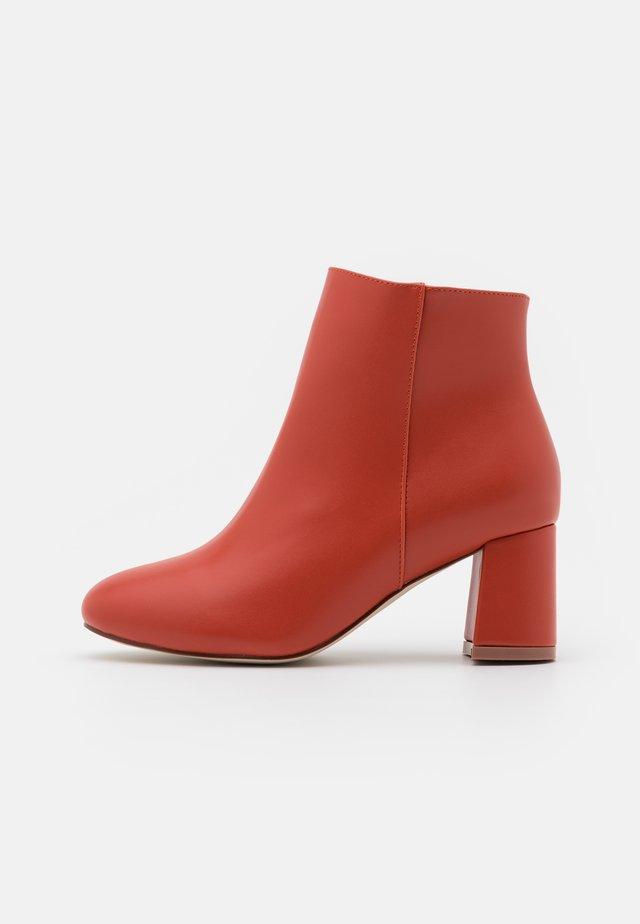 WIDE FIT KLARA - Ankle boot - brick