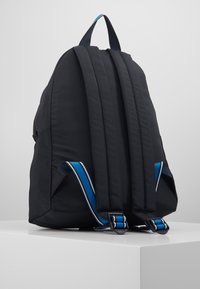 Tommy Hilfiger - SIGNATURE BACKPACK - Plecak - black - 3