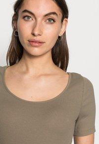 ARKET - Basic T-shirt - taupe - 3