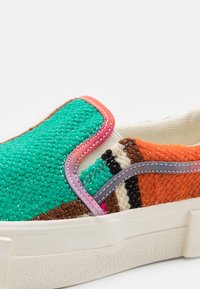 Good News - YESS MOROCCAN UNISEX - Slip-ons - pink - 5