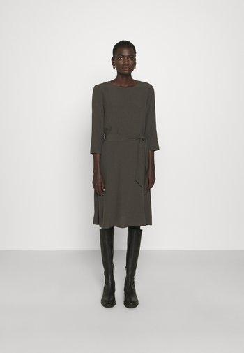 2ND JUNE - Denní šaty - beluga