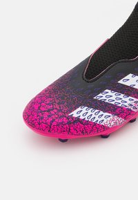 adidas Performance - PREDATOR FREAK .3 LL FG UNISEX - Tekonurmikengät - core black/footwear white/shock pink - 5