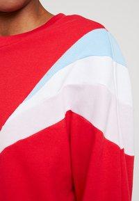 Levi's® - FLORENCE CREW - Sweatshirt - baby tab crew brilliant red - 5