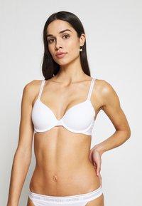 Calvin Klein Underwear - ONE LIGHTLY LINED DEMI - Sujetador push-up - white - 1