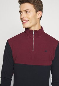 Burton Menswear London - BUR C'BLOCK HALF ZIP - Sudadera - burgundy - 3
