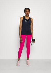 Nike Performance - DRY BALANCE - T-shirt de sport - obsidian - 1