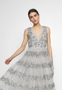 Maya Deluxe - PANELLED EMBELLISHED MIDI DRESS - Iltapuku - soft grey - 5