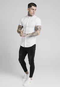 SIKSILK - STANDARD COLLAR SHIRT - Shirt - white - 1