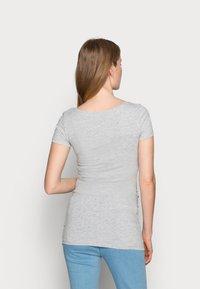 Anna Field MAMA - 3 PACK - T-shirt basic - light grey/blue/dark blue - 2