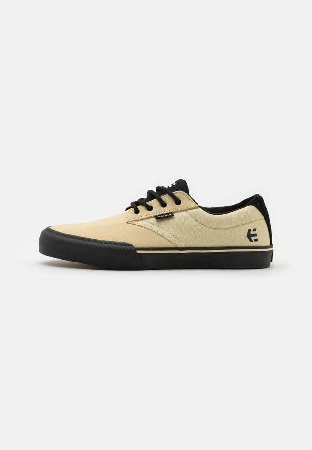 JAMESON - Skateschoenen - creme