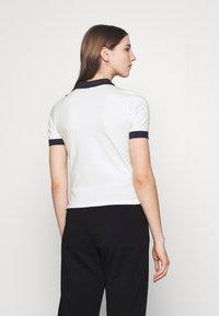 Fila - HATEYA - Print T-shirt - blanc de blanc/black iris - 2