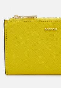 PARFOIS - WALLET BASIC JUNGLE - Wallet - yellow - 3