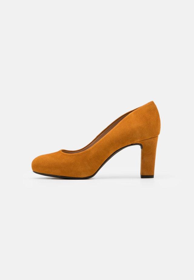 NUMIS - Zapatos de plataforma - fumeric