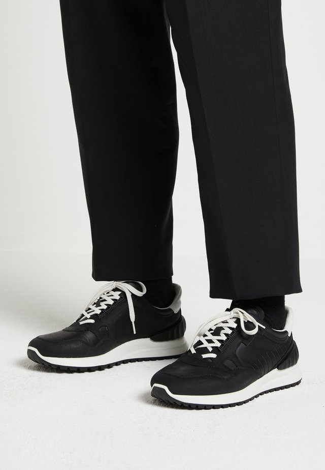 ASTIR - Sneakersy niskie - black/white