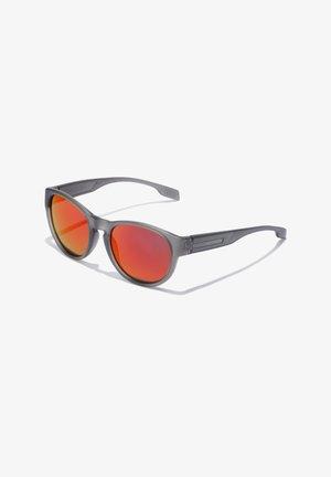 NEIVE - Sunglasses - grey