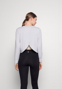 Cotton On Body - CROSS BACK LONG SLEEVE - Top sdlouhým rukávem - grey marle - 2