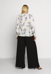 Vince Camuto Plus - WEEPING WILLOWS SIDE TIE WRAP - Blůza - off white - 2
