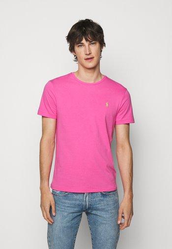 CUSTOM SLIM FIT CREWNECK - Jednoduché triko - maui pink