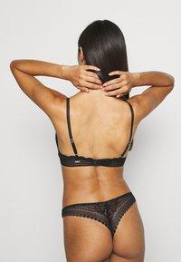 Gilly Hicks - DITSY DAISY TRAINGLE - Triangle bra - black - 2