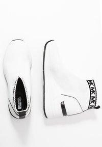 MICHAEL Michael Kors - SKYLER - High-top trainers - optic white/black - 3