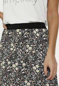 Kaffe - A-line skirt - black w.daisy flowers - 3
