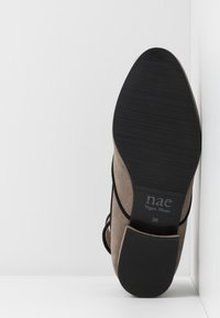 NAE Vegan Shoes - LEEN - Ballerinat nilkkaremmillä - grey - 4