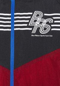 Nike Performance - WINDRUNNER BLUE RIBBON SPORTS - Hardloopjack - black/team red/violet dust/reflective silver - 7