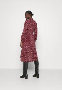 Esqualo - DRESS TUNNEL HEART PRINT - Shirt dress - berry - 2