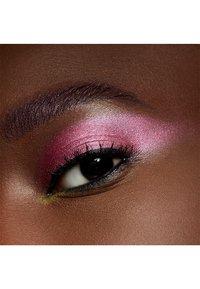 MAC - EYE SHADOW - Eye shadow - cherry topped - 2
